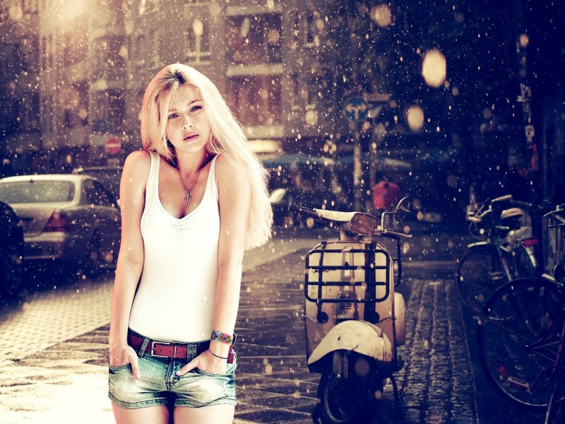 2014-01-Women-Short-Jeans-Fashion-Style-Wallpaper