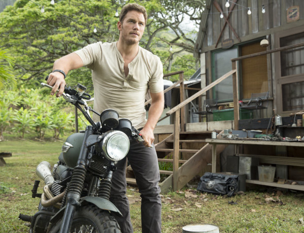 Chris-Pratt-Tight-T-Shirt-Jurassic-World-GIFs