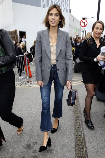 fashion-2016-02-cropped-flare-jeans-alexa-chung-main